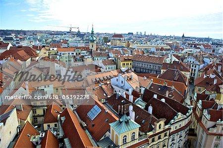 Vue de la République tchèque, Prague, les toits de la ville depuis la tour de l'horloge