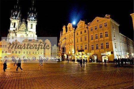 Place staromestske République tchèque, Prague, par nuit, église de notre dame avant Tyn