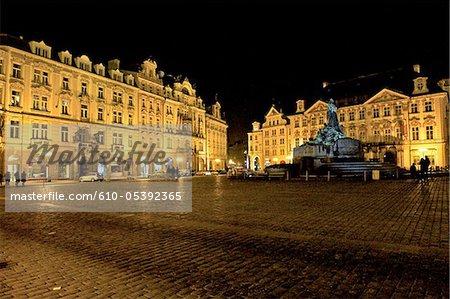 Place staromestske République tchèque, Prague, par nuit, palais Kinský