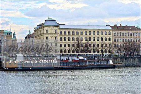 République tchèque, Prague, bateau restaurant sur la rivière Vltava
