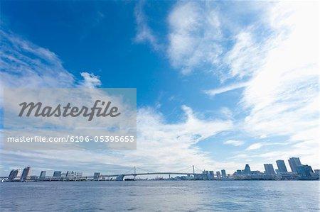 Japon, Tokyo, pont de l'arc-en-ciel dans la région de Yokohama