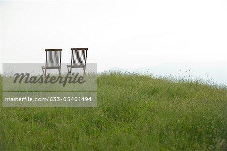 EmZSy chaises sur le pré