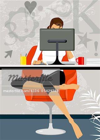 Femme d'affaires avec ordinateur