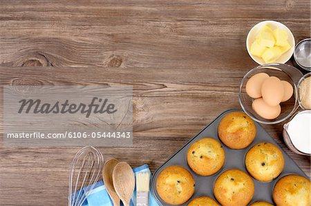 Arrière-plan avec des muffins fraîchement sortis du four de cuisson
