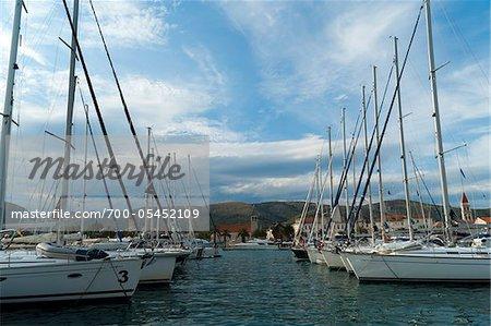 Boote im Hafen, Trogir, Gespanschaft Split-Dalmatien, Kroatien