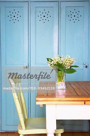 Table de cuisine avec Vase a fleurs