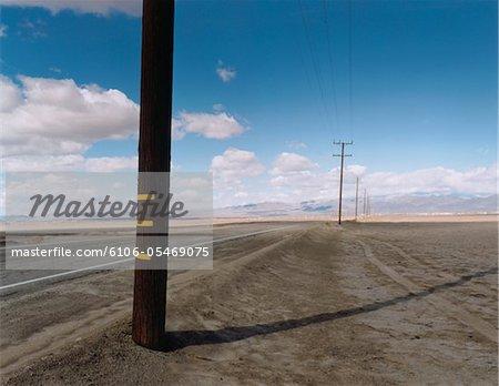 Telefonmasten in Wüste