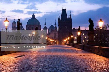 Le pont Charles à l'aube, Prague, 2007.