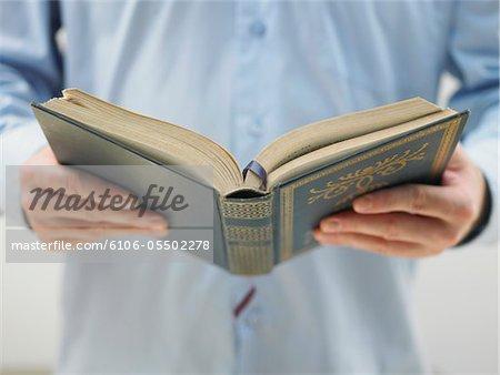 Homme lisant la torah, moyenne section