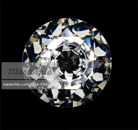 Diamant auf schwarzem Hintergrund, obenliegende Ansicht