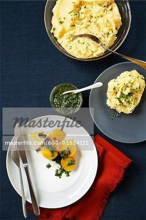 Purée de pommes de terre avec la ciboulette & betteraves jaunes grillés avec vinaigrette aux herbes
