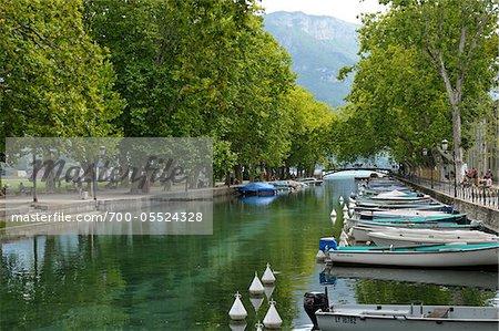 Bateaux dans le Canal, Annecy, Haute-Savoie, région Rhône-Alpes, France