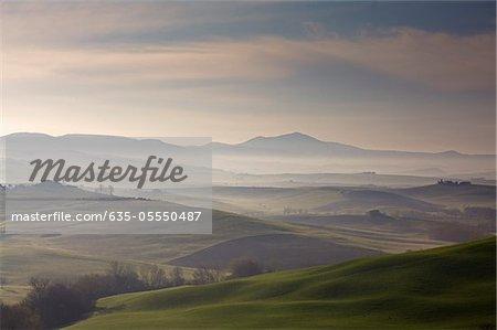 Luftbild von nebligen ländliche Landschaft