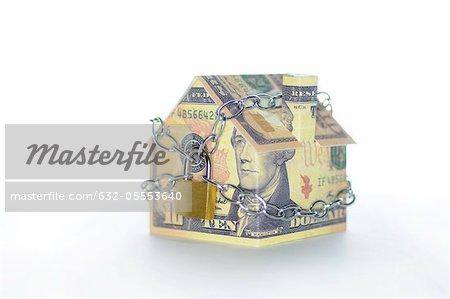 Musterhaus gefaltet mit Dollarnoten gefesselt und exubertante