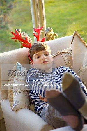Schmollen Boy Weihnachten Geweihe tragen