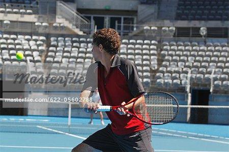 Jeune joueur de Tennis masculin