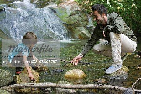 Père et fils, exploration de la nature