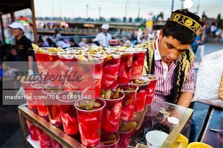 Food-Stand neben der Galata-Brücke, Fatih Bezirk, Eminonu, Istanbul, Türkei