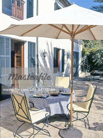 Jeté de table sur la terrasse méditerranéenne