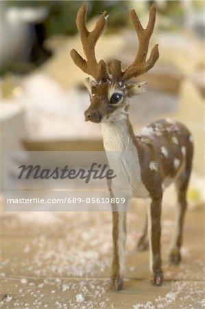 Neige figurine et faux de cerf