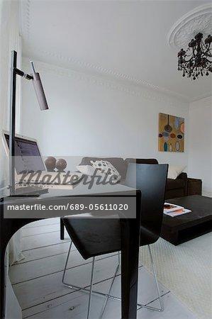 Modernen Wohnzimmer mit Arbeitsbereich