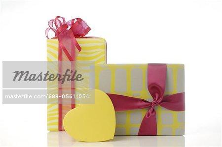 Deux cadeaux emballés