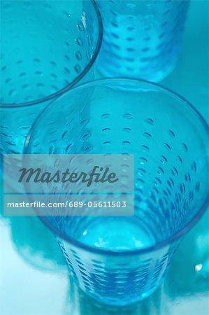 Trois verres bleus
