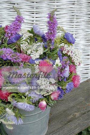 Bouquet coloré de fleurs avec Aster