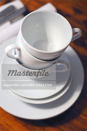 Stapel von Kaffeetassen
