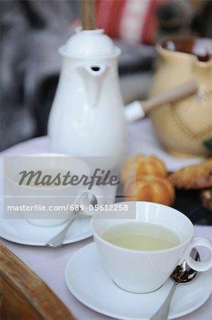 Tee-Set und Gebäck