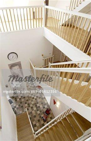 Stock mit Treppe und große Fotografie eines jungen