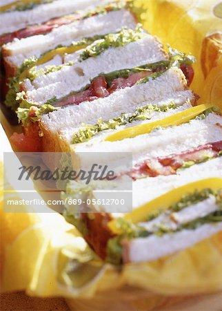 Sandwiches avec laitue et tomate