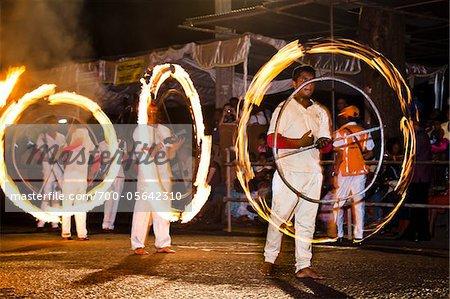 Fire Ball danseurs, Esala Perahera Festival, Kandy, Sri Lanka