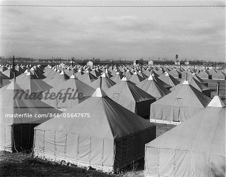 QUARTIERS VILLE DE TENTES MILITAIRES DES ANNÉES 1940 POUR TROUPES WW2 FORT DIX NJ 44E DIVISION NATIONAL GUARD