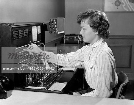 Appeler des annÉes 1950 femme bureau tÉlÉphone standardiste
