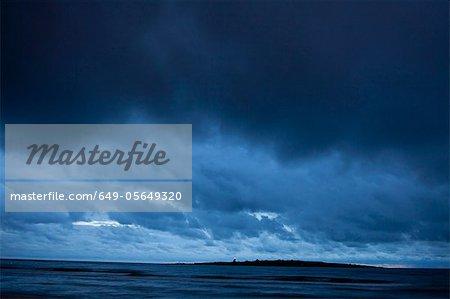 Nuages orageuses avec vue sur océan