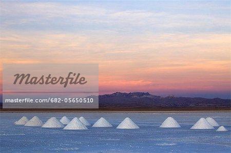 Sunset on the edge of the world's largest salt pan, Colchani, Salar de Uyuni, Bolivia, South America