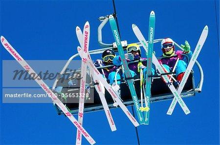 France, ski Alpes, Avoriaz, sur un télésiège