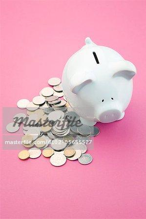 Münzen und eine Ersparnis-box