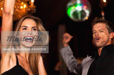 Lächeln, Paar, tanzen im club