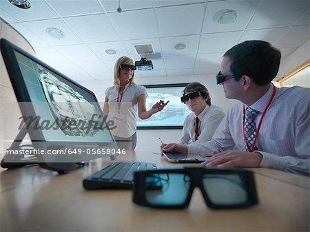 Wissenschaftler mit 3D Brille im Labor