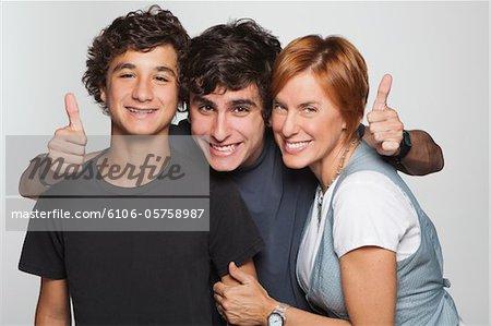Portrait de famille souriante