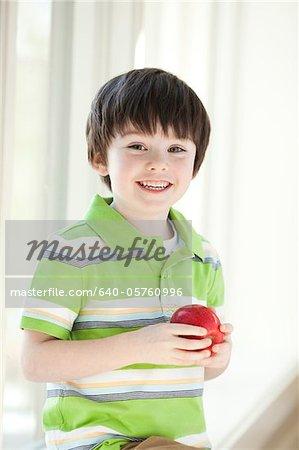USA, Utah, Portrait lächelnder junge Betriebs-Apfel (4-5)