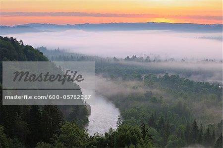 Sunrise und Nebel im Isartal, Wolfratshausen, Isar-Tal, Oberbayern, Bayern, Deutschland