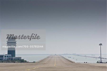 Avion sur la piste, l'aéroport International de Macau, Macau, République populaire de Chine
