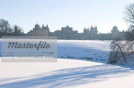 Palais de Blenheim et le terrain recouvert de neige, Oxfordshire, Angleterre, Royaume-Uni, Europe