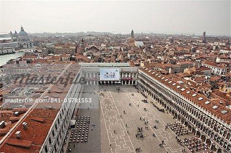 Vers l'ouest du Campanile sur St. Marks place et de la ville, Venise, patrimoine mondial de l'UNESCO, Veneto, Italie, Europe
