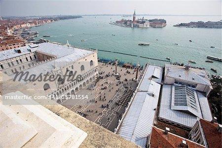 St. Marks Square donnant sur le Lido de Venise à Isola di San Giorgio Maggiore, du Campanile, Venise, UNESCO World Heritage Site, Veneto, Italie, Europe