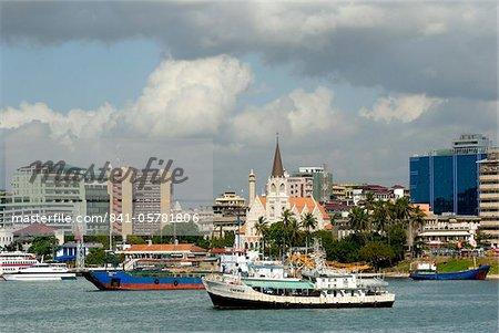 Port et ville centre de skyline, Dar es Salaam, Tanzanie, Afrique de l'est, Afrique