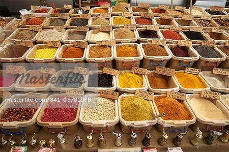 Décrochage des épices sur le marché en Eurasie de Kalkan, Anatolie, Turquie, Asie mineure,